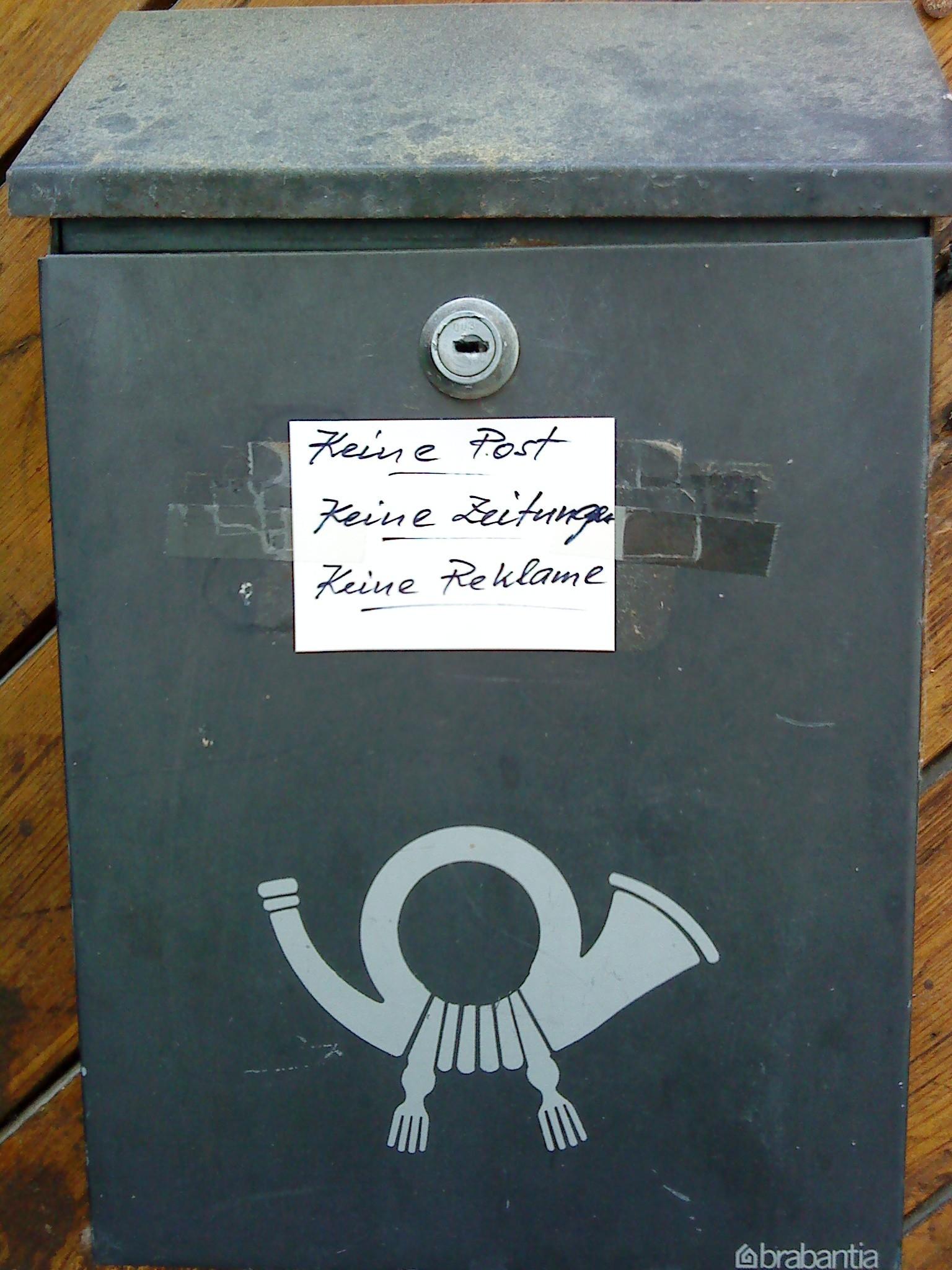 Toter Briefkasten, schlecht getarnt