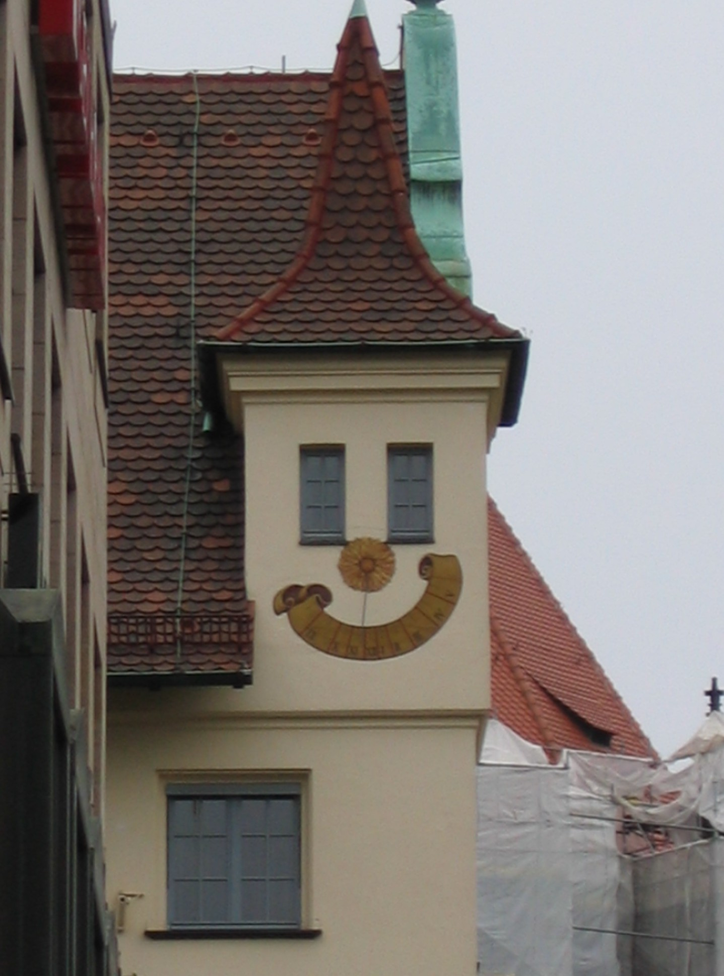 Pareidolie am Bau